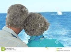 pi-vecchie-coppie-che-guardano-insieme-un-mare-43130500.jpg (1300×955)