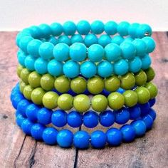 No matter what the weather is, stay cool with this Cool Shades Beaded Bracelet. This Memory Wire Bracelet is an easy, multistrand jewelry project to make. This awesome bracelet actually consists of six smaller bracelets connected together.