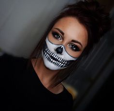 Gorgeous skull makeup ideas to try this halloween 4 Easy Skeleton Makeup, Halloween Skeleton Makeup, Halloween Makeup Looks, Up Halloween, Halloween Costumes, Diy Skeleton Costume, Vintage Halloween, Helloween Make Up, Horror Make-up