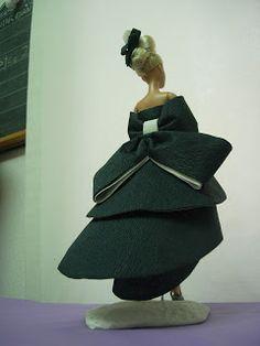 EXPOSICION DE VESTIDOS DE PAPEL Barbie, Bags, Fashion, Paper Dresses, Zaragoza, Exhibitions, Paper Envelopes, Patterns, Sewing