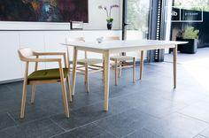 Diseño Holandés inspirado en el diseño escandinavo de los años sesenta, la mesa de madera Fjord añadirá un toque contemporáneo a su interior con su acabado en blanco mate