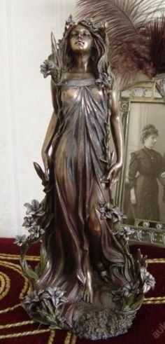 Beautiful-Art-Nouveau-sculpture-Alphonse-MUCHA-Lily