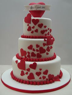 Charming Valentine's Wedding Cakes. http://memorablewedding.blogspot.com/2014/01/charming-valentines-wedding-cakes.html