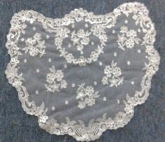 White First Communion Princess Spanish veils and mantilla Catholic chapel lace Mantilla Veil, Lace Veils, Spanish Veil, First Communion Veils, Communion Cakes, Catholic Veil, Short Veil, Chapel Veil, Vintage Veils