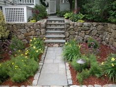 friesenwall mit findlingen und feldsteinen bauen, Gartenarbeit ideen