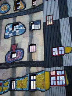 Del vanguardista Hundertwasser, quien fundó el movimiento llamado transautomatismo Detalle de la fachada de la planta de Fernwärme Wien. / JOSÉ MIGUEL RONCERO