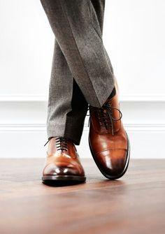 Richelieus marrons à bout droit portées avec un pantalon prince de galles gris #style #menstyle #look #chic #dandy #shoes #oxfordshoes #mode #chaussures #homme