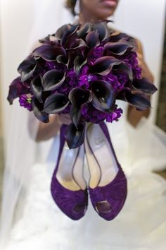 Black Purple Bouquet- this would be gorgeous for a winter wedding! Love these.