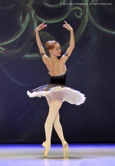 Iana Salenko and Marian Walter in Grand Pas Classique Black Ballerina, Ballerina Dancing, Ballet Dancers, Ballet Moves, Shall We Dance, Lets Dance, Ballet Performances, Runaway Bride, Russian Ballet