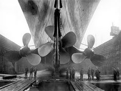 Titanic ready for launch, 1911 Gym aboard the Titanic, c. 1912 Olympic and Titanic, under construction, side by side. Belfast 1910 Priest praying over Titanic victims before they are buried … Rms Titanic, Titanic Real, Titanic Photos, Titanic History, Titanic Sinking, Titanic Museum, Titanic Model, Belfast Titanic, Rare Historical Photos