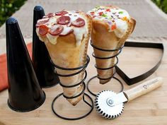 I need to buy this pizza cone bake set. OMG.