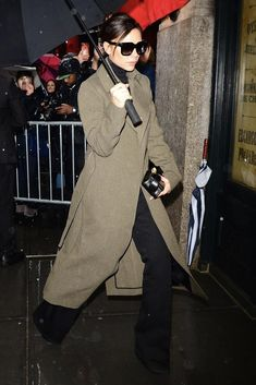 Victoria Beckham wearing her own coat in New York City #victoriabeckham #victoriabeckhamstyle