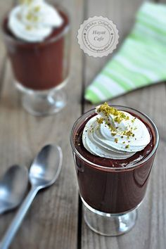 Krem Şokola/ cream shake with and topped with Easy Cake Recipes, Easy Desserts, Delicious Desserts, Dessert Recipes, Yummy Food, Chocolate Recipes, Panna Cotta, Easy Meals, Food And Drink