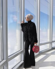 Neelofa Vibin' at the top of Burj Khalifa! Flying among the clouds in this feathery black top from , sourced from… Modest Fashion Hijab, Modern Hijab Fashion, Casual Hijab Outfit, Hijab Fashion Inspiration, Muslim Fashion, Hijab Turban Style, Hijab Chic, Beautiful Hijab, Beautiful Muslim Women
