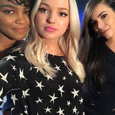 Sofia Carson  C B Summerkaycee Disney Channel Descendants Descendants Cast Kawaii Disney China Anne Mcclain
