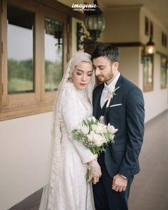 Wedding Farhad and Hamidah by Imagenic - 007 Malay Wedding Dress, Kebaya Wedding, Muslimah Wedding Dress, Hijab Wedding Dresses, Sheath Wedding Gown, Wedding Hijab Styles, Simple Wedding Gowns, Pre Wedding Photoshoot, Wedding Poses
