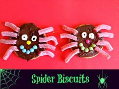 Spider Biscuits - 20 Sweet and Easy Treats for Halloween Party Halloween Treats For Kids, Easy Halloween, Holidays Halloween, Halloween Crafts, Halloween Party, Incy Wincy Spider Activities, Creepy Food, Cupcake Images, Party Treats