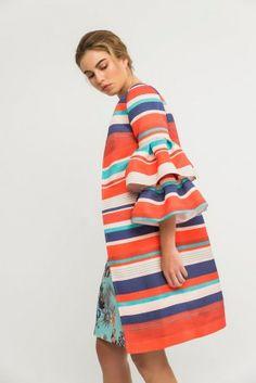 abrigo para invitadas de boda con rayas de colores y volantes para deslumbrar en fiesta boda bautizo comprar online apparentia