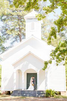 Southern Chic Wedding http://rusticweddingchic.com/family-farm-wedding (assessed 8th March 2014)