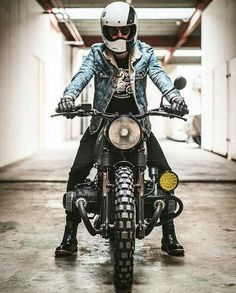Travel, Cafe Racers and Fashion. Come with me on an adventure. Bmw R100 Scrambler, Scrambler Motorcycle, Bmw Motorcycles, Motorcycle Style, Vintage Motorcycles, Bmw Motorbikes, Bmw Cafe Racer, Moto Cafe, Yamaha R1