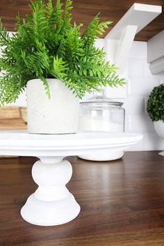 DIY Cake Stand - The Creek Line House Homemade Cake Stands, Homemade Cakes, Cake Pillars, Cake Stand Decor, Wooden Cake Stands, Park Birthday, Cake Decorating Techniques, Decorating Ideas, Diy Cake