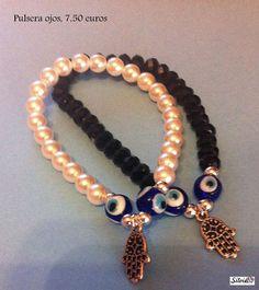 Pulsera de perlas/ piedras negras con ojos turcos y mano Fátima, $9.9