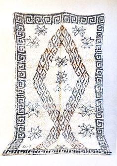 x tapis marocain par theboucherouiteshop Textiles, Beni Ourain, Pink Rug, Bohemian Decor, Moroccan, Wool Rug, Modern Design, Old Things, Carpet