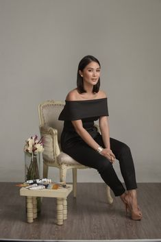 You'll Never Guess Why Heart Evangelista Started Painting On Bags - Star Style PH Classy Casual, Casual Wear, Classy Style, Heart Evangelista Style, Black Dress Makeup, Filipino Fashion, Chic Outfits, Fashion Outfits, All Black Outfit