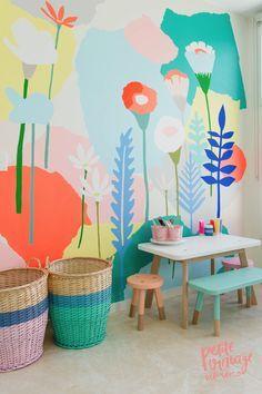 Papier peint wallpaper dans une chambre d'enfant bureau