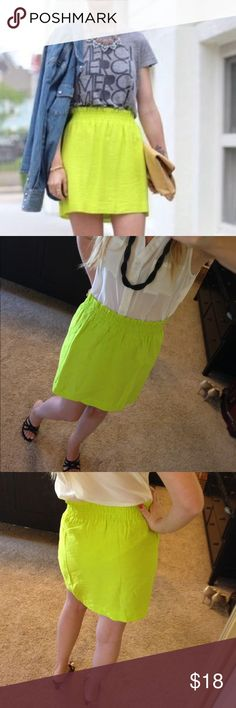 Neon green J Crew skirt size 0 Gorgeous, vibrant green to rejuvenate your tired wardrobe! This beautiful, comfortable, breatheable fabric is a perfect everyday piece or a bold statement! You be the judge. Stretchy elastic waist will come in handy for Thanksgiving 😳🦃 J. Crew Skirts Mini