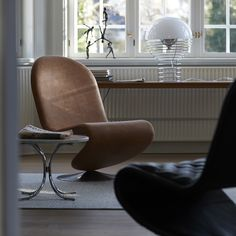 VERPAN: Sit back and relax in the System Lounge Chair - Contemporary Designers Furniture – Da Vinci Lifestyle Chaise Panton, Luxury Furniture, Furniture Design, Wire Table, Table Lamp, Steel Table, Sit Back And Relax, Home Office Design, Furniture Companies