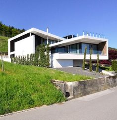 Architektenhaus Schweiz im Weinhang Space Architecture, Residential Architecture, Amazing Architecture, Carriage House Plans, Exterior Design, Beautiful Homes, House Styles, Cube, Houses