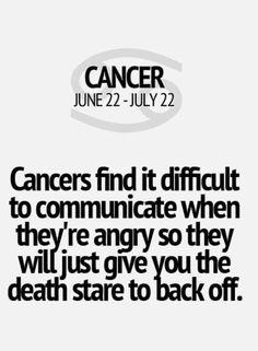 Encuentra difícil la comunicación cuando está enojado. Suele decir palabras fuertes e hirientes.