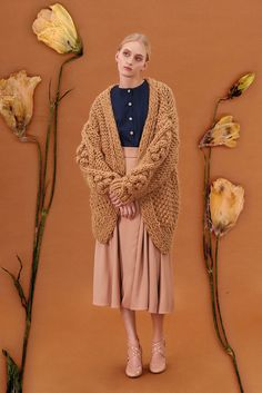 Shop&Watch online at: www.patipasek.com  #handmade #chunky knits #chunky wool #beige jumper #oversize cardigan #cozy Photo: Koty2Photostorytellers