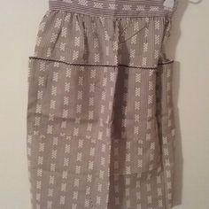 Brown and white  with flocked waistband & 5 pocket  vintage half Apron EUC