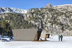 in-tenta envisions DROP box, a modular hotel suite that tunes guests to nature Drop, Off Grid Cabin, Cabin Design, Design Hotel, House Design, Hotel Suites, Decoration Design, Prefab Homes, Modern Exterior