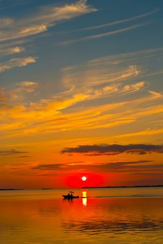 I need to see one sunset a month for as long as I can remember to do so ---- Sunset, Kona Kai Resort, Key Largo, Florida Keys, USA Beautiful Sunset, Beautiful World, Beautiful Places, Beautiful Pictures, Florida Keys, Amazing Sunsets, Amazing Nature, Belleza Natural, Mellow Yellow
