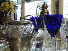 Relíquias do passado mostram o glamour típico da época nessas peças usadas em jantares sociais.  Acervo:loja de Antiguidades Fotografia:Simone Seffrin