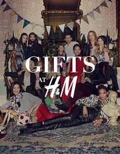 Идеи подарков в H&M на HM.COM. Наступает сезон подарков! Подберите подарки для родных и друзей из нашей последней коллекции удобных и праздничных вещей. Узнайте больше на HM.COM.