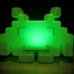 Straight from the classic 1970´s video game Space Invaders comes this cool colour changing Mood Lamp. Treat yourself or make a retro gamer very happy!!!