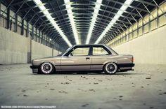 BMW E30 3 series beige slammed