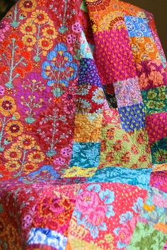 Kaffe 4 patch beside large square. Image detail for -Kaffe Fassett HANDMADE Reversible Throw Quilt by PiecesOfPine Quilting Projects, Quilting Designs, Sewing Projects, Art Quilting, Quilt Art, Textiles, Deco Boheme, Colorful Quilts, Floral Quilts