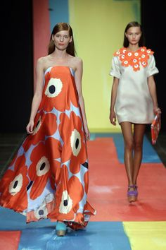 Marimekko print is fifty years old! Quirky Fashion, High Fashion, Vintage Fashion, Womens Fashion, Kaftan, Marimekko Dress, Quoi Porter, Lesage, Gala Dresses