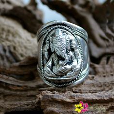 ►This holy ganesh antique silver ring was carefully carved beautifully and elegantly that it wraps around your finger. A symbol of enlightenment that perfect piece to guide you on your spiritual journ