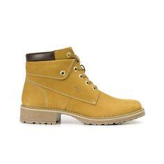 Línea compuesta por un estilo de botines tipo outdoor y otro de bota tipo  militar. cc611645ee58b