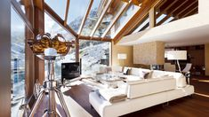 The super luxury Chalet Zermatt Peak is one, if not the worlds most exclusive ski chalet. Attention to detail and super design ensure a very special ski vacation. Ski Holidays, Luxury Holidays, Chalet Interior, Home Interior Design, Swiss Chalet, Ski Vacation, Zermatt, Modern Luxury, Architecture