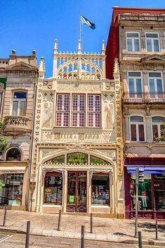 Lello Bookstore in downtown Porto. Known for having inspired some features of J. Rowling´s Harry Potter when she lived in this city. Places In Portugal, Visit Portugal, Spain And Portugal, Portugal Travel, Beautiful Places To Visit, Places To See, Algarve, Livraria Lello Porto, Porto City