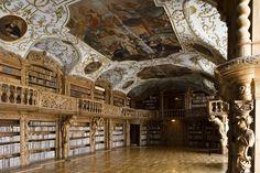 Stiftungsbibliothek Waldsassen , gelegen in een cisterciënzer abdij , is een van de belangrijkste kunststeden bibliotheken in Beieren.