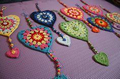 Transcendent Crochet a Solid Granny Square Ideas. Inconceivable Crochet a Solid Granny Square Ideas. Crochet Squares, Crochet Bunting, Crochet Garland, Crochet Flowers, Granny Squares, Crochet Hearts, Appliques Au Crochet, Crochet Motif, Crochet Stitches