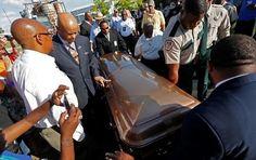 SASK NEWS HEADLINES :: Funeral for blues great B.B. King held before hundreds in his Mississippi Delta hometown - https://www.showcasesaskatchewan.com/sask-news/2015/05/funeral-for-blues-great-b-b-king-held-before-hundreds-in-his-mississippi-delta-hometown/